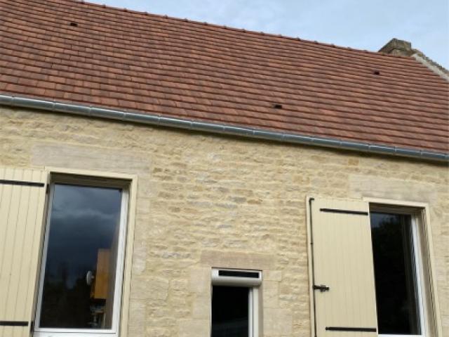 Pose de portes et de fenêtres extérieures à Ernes