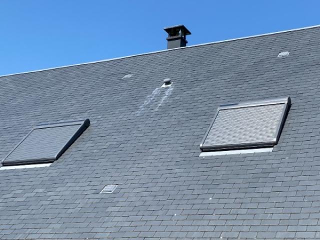 Pose de volet roulant  solaire pour velux (fenêtre de toit) avec SCMB pose.